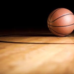 【体育館でバスケ】ボールを追いかけるワタシ(球拾い)!たのすぃ~!