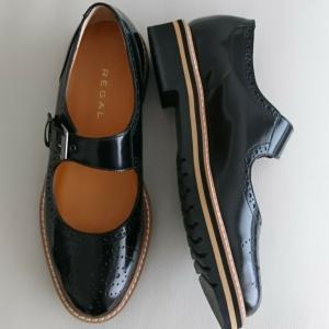 エナメルの靴