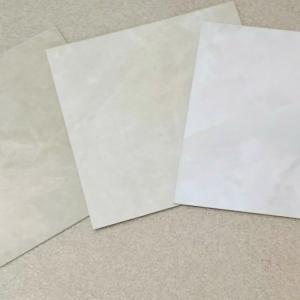 壁紙と床材のサンプル
