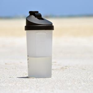サーフィンに水筒を持っていくべき3つの理由を解説