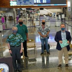 初日に8,000人以上がハワイに到着しました