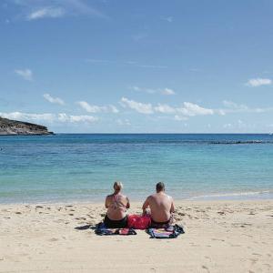 ハワイ 新しいルールでハナウマ湾に戻ってきた訪問者