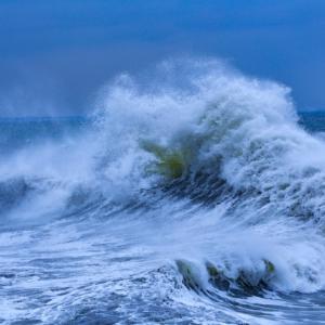 ハワイ 警告レベルのオアフ島・ノースショアの波