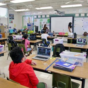 ハワイ 学校が始まる一週間前、対面学習の準備が続きます