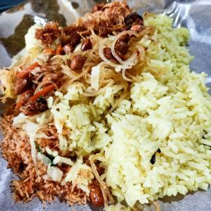 Nasi kuning (ナシクニン)