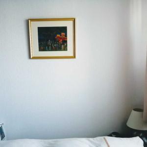寝室に一枚の絵を