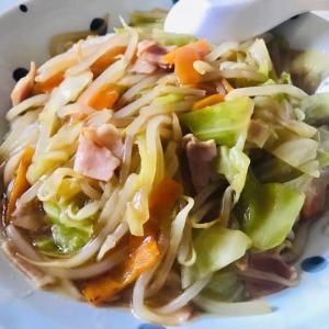 お昼は中華丼と卵スープ。