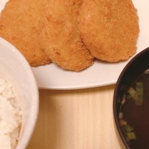 お惣菜コロッケとポテトサラダ
