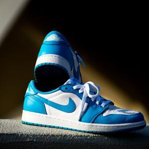 大事な靴が臭くなる前にやっておきたい、スニーカー・革靴の匂い対策を紹介するよ。