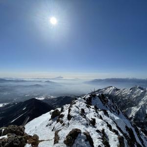 八ヶ岳最高峰、雪の赤岳を登山したら最高の八ヶ岳ブルーだった!【厳冬期八ヶ岳】