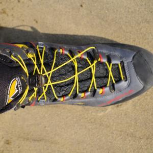 登山靴をソロモンのクイックシューレースに改造!使い心地は?靴紐緩まない?検証してみた