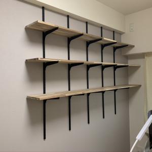 最高にちょうどいい在宅ワークルームをつくる③ オシャレな黒の棚受け金具「ピラシェル棚受」でラスティックな本棚をつくる