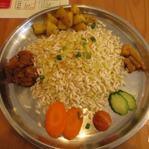 【福工大前】干飯チウラに挑戦!ネパール料理店「ガウレ」のカジャセット