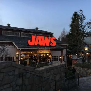 ボートツアー体験型アトラクション『ジョーズ(JAWS)』の魅力を徹底紹介!映画ジョーズのあらすじは?