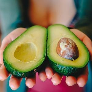 【高カロリーで痩せよう】ダイエット中に食べるアボカドのポイント