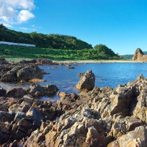 盛夏の五能線撮影(18):深浦・行合崎,岩場とキハ40を絡めて。