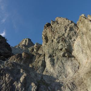 津軽半島・小泊岬(1):海岸線の岩を伝い,南灯台を目指す。
