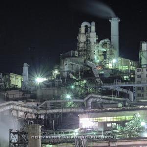群馬県安中市,東邦亜鉛安中精錬所の工場夜景。
