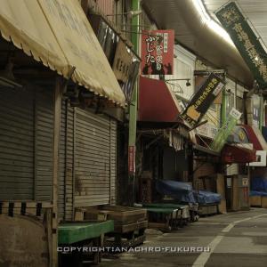 小倉・旦過市場(3):営業終了後,閑寂の大商店街を歩く。