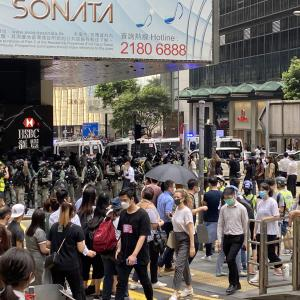 香港デモ 人生で一番たくさん警察官を目にした日