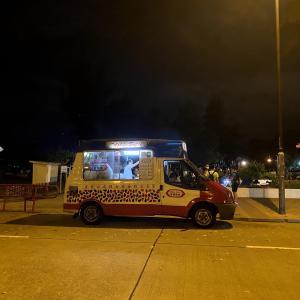 香港 見つけたらラッキー!Mobile Softee (雪糕車)昔ながらのアイスクリームカー
