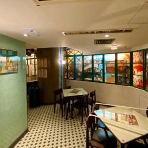 香港 昔の喫茶店(冰室)がテーマのスタバへ