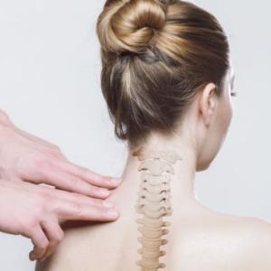 辛い首の痛みを自宅で緩和!電気治療器EMSヒートネックの口コミは?