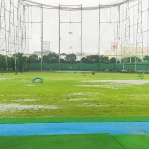 久々のゴルフが大雨で中止・・・