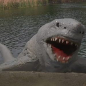 陸海喰!2020年夏の最新サメ映画『ランドシャーク 丘ジョーズの逆襲』