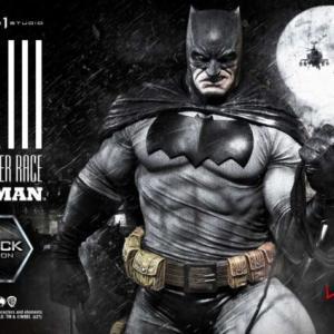 『バットマン/ダークナイト:マスターレイス』より、ブラック版コスチュームバットマンが全世界350体限定生産でフィギュア化