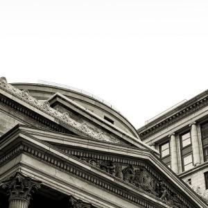 不動産投資ローンの金利は何%?会社員の融資はいくら下りる?