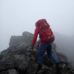 登山中、強風・大雨・雷で撤退!?判断はどうする?【遭難対策】