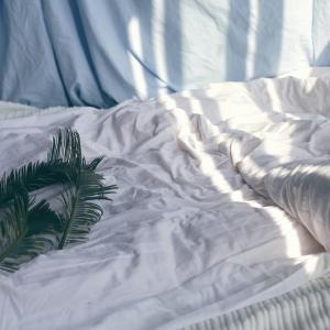 朝起き上がる前にこれをして!【一日を幸せにする寝起きの使い方】