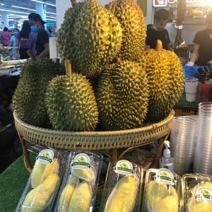 タイの週末の買い物(ドリアン売ってた!)