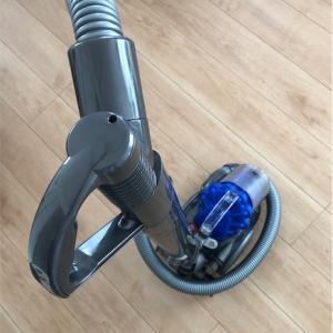 ダイソンの掃除機が大変なことに!気づかなかったフィルターがゴミだらけ!!