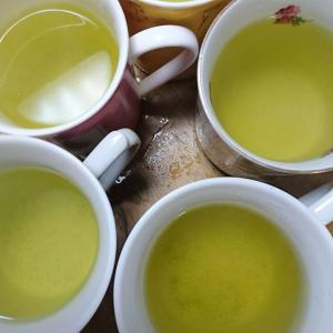 マグカップで緑茶