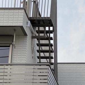 屋上への階段。我が家はストレート階段。