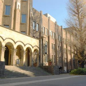 おい、在学生に一律5万円支給してくれる神大学があるらしいぞ。