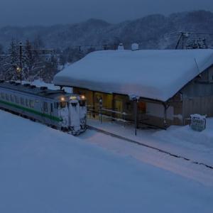今から1年前---鹿ノ谷駅 一番列車---