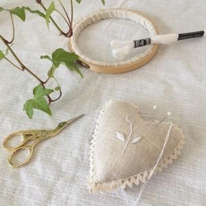 白糸刺繍のピンクッション