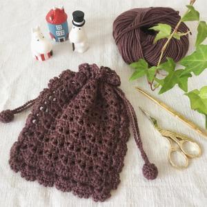 かぎ針編みの巾着ポーチ