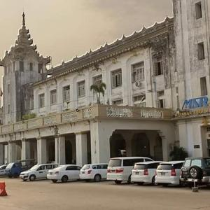 旅情溢れるAung Mingala Bus Terminal