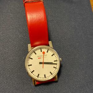 スイス国鉄の時計、モンディーン