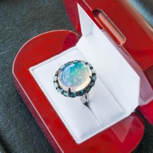 オパールの指輪の意味はどんなもの? 長持ちするケア方法もしりたい!