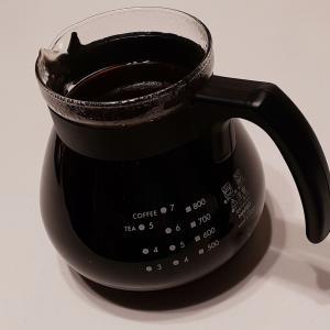 眠れない夜、丁寧に大量にコーヒーをいれる。