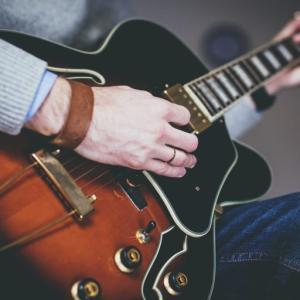 エレキギターのブリッジミュートが出来るようになるコツを教えます!