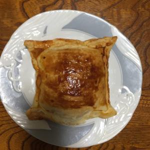 冷凍室整理のため、残ってるパイシートでミートパイを作ったが   我が家のコロナ事情3