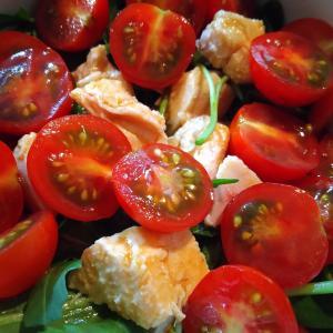 鶏ハムとルッコラとトマトのサラダ