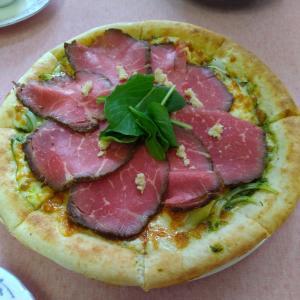 若草山でピザ