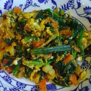 ほうれん草と卵と野菜の鴨油炒め